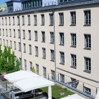 Das Gebäude selbst ist das ehemalige Pfandleihhaus der bayerischen Landeshauptstadt.