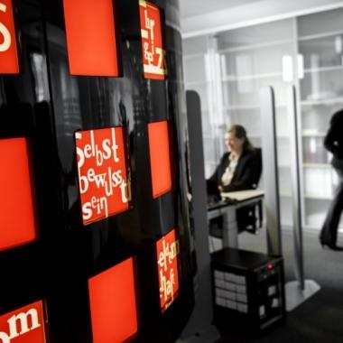 Unsere Arbeitsplätze im Büro Lindencorso in Berlin - schau' doch mal vorbei!