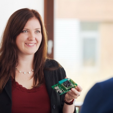 Saskia arbeitet als Field Application Engineer in München.