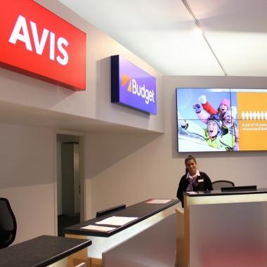 Unsere Kollegin in unserer neuen Premium Station im Zentrum Frankfurts