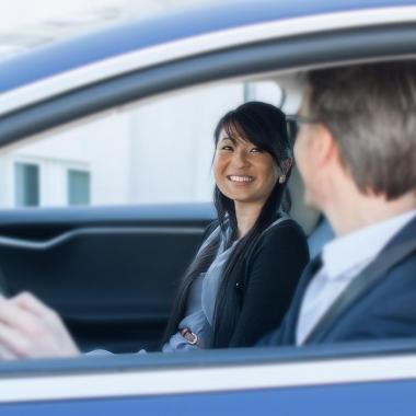 """""""Wir leben Service!"""" heißt auch, dass wir unseren Kunden vor Ort zur Seite stehen. Für Dienstreisen steht seit 2015 auch ein Tesla Model S in unserem Fuhrpark."""