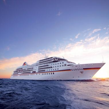MS EUROPA - Hapag-Lloyd Kreuzfahrten - Sie bieten ein ebenso anspruchsvolles wie spannendes Arbeitsumfeld. Nehmen Sie Kurs auf neue Ziele  – eine Fülle interessanter Aufgaben erwartet Sie.