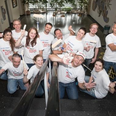 Matrix42 Social Day 2015: Wir streichen eine Schule in Frankfurt