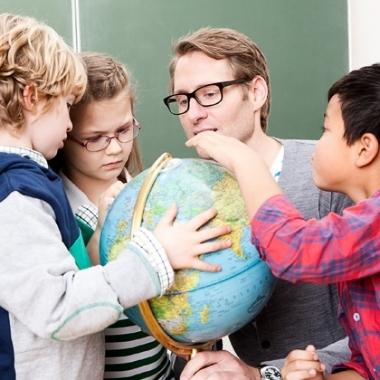 Wir bieten Nachhilfe von der Grundschule bis zum Abitur.