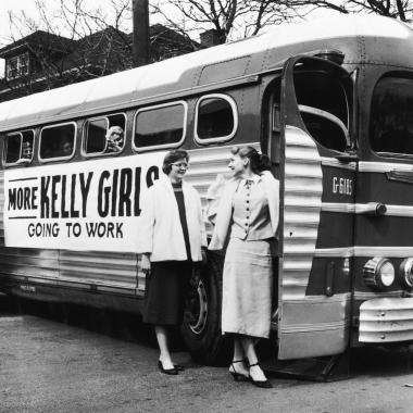 Wir sind stolz auf unsere Vergangenheit als Branchengründer. Damals hießen wir noch Kelly Girls, seit 1966 Kelly Services.