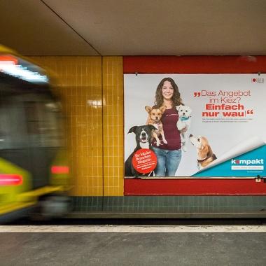 """Im September 2015 startet die """"Kiezgrößen""""-Werbekampagne von kompakt. Unser lokales Branchen-Magazin ist auf Großflächenplakaten an S- und U-Bahnhöfen und auf Megalights im Berliner Stadtbild sichtbar. Haben Sie auch Plakate in Ihrem Stadtteil entdeckt?"""