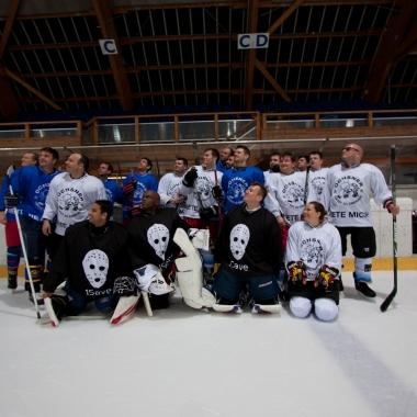 Ein Teil unseres Teams anlässlich eines Ice Hockey-Spiels im letzten Jahr.