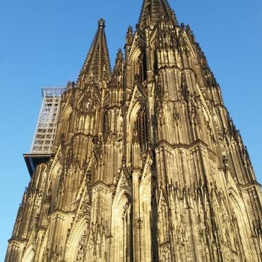 Wir sitzen im Herzen von Köln - mit direkten Blick auf den Dom