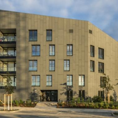EnergiehausPLUS, Frankfurt a.M. Das erste Mehrfamilien-Wohngebäude der Nassauischen Heimstätte im Effizienzhaus-Plus-Standard mit 17 Mietwohnungen von 45 bis über 125 m²