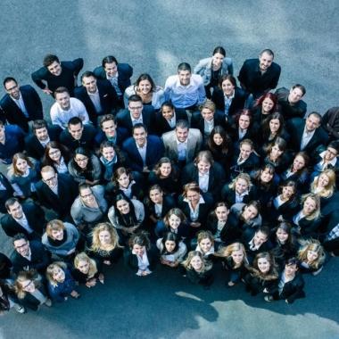 Agile. Pioneering. Responsible. Collaborative. Ambitious. Diese fünf Dentsu-Werte definieren das Tun unserer Mitarbeiter.