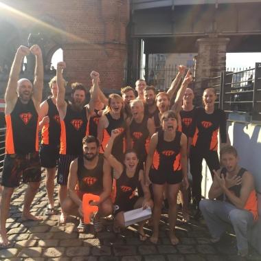Das Spreeffflitzer-Team beim jährlichen Drachenbootrennen