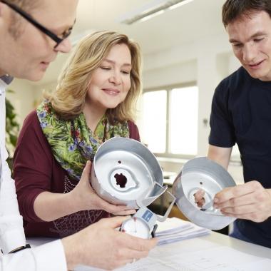 Mit unserem jüngsten Patent, Variotempo, ist es im Bereich Umformtechnik möglich, bei der Herstellung von Leichtbau-Strukturteilen im Automobilbau eine Gewichtseinsparung von bis zu 60 % zu erreichen