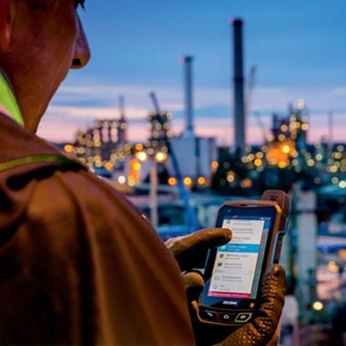 Seit Anfang 2015 bietet Bilfinger Maintenance eine App für Smartphone und Tablet an, mit der sich Instandhaltungsarbeiten schnell und einfach von unterwegs aus dokumentieren lassen.