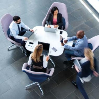 Teamarbeit wird bei Kühne + Nagel gelebt. Nur durch abteilungs- und länderübergreifende Zusammenarbeit können wir unseren Kunden optimale Lösungen bieten.