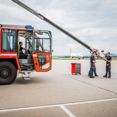 Die Flughafenfeuerwehr sorgt mit einem modernen Fuhrpark für die Sicherheit am Flughafen.