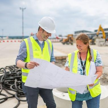 Die Immobilien-Fachleute kümmern sich darum, dass die zahlreichen Büro- und Handelsflächen, Restaurants und Parkhäuser auf dem Flughafen-Campus optimal bewirtschaftet werden.