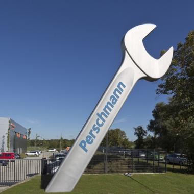 Der Perschmann-Maulschlüssel ist das Wahrzeichen des Unternehmenssitzes in Braunschweig-Wenden.