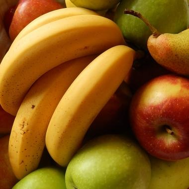 Obst wird täglich zur Verfügung gestellt. Frisch und kostenfrei.
