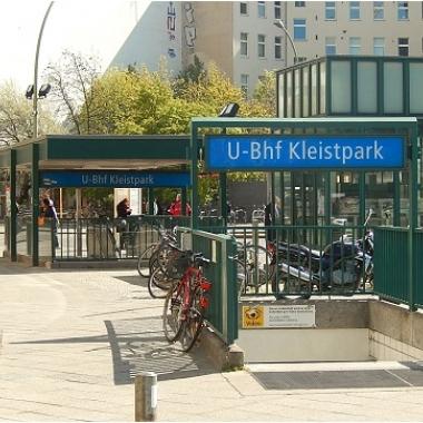 U-Bahnhof Kleistpark, Schöneberg. Ganz nah dran.