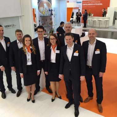 """Das Verivox-Team auf der """"E-world energy & water"""" in Essen."""