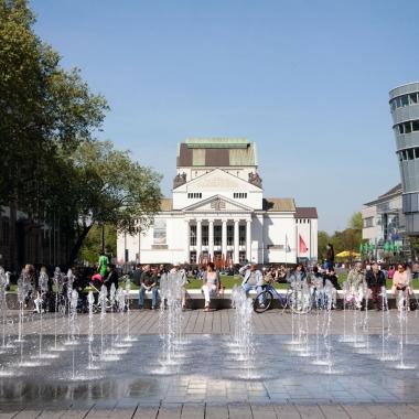 Duisburg hat als Kulturstadt einiges zu bieten: ob Balett, Oper oder Festivals wie die Duisburger Akzente fördern das vielfältige Leben in Duisburg.