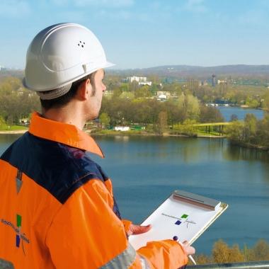 Stefan K. leitet bei den WBD den Bereich Infrastruktur. Planung/Neubau und Instandhaltung von Maßnahmen im Kanal- und Straßenbau sowie an Verkehrssignalanlagen gehören zu seinem Aufgabenbereich.