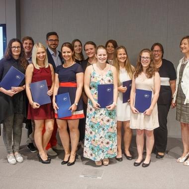 """Die Absolventen 2016 des WIFI-Diplomlehrgangs """"Kommunikationsplanung & Datenmanagement"""", entwickelt von Dentsu Austria gemeinsam mit der Werbe Akademie. (Der nächste Lehrgang startet am 11.1.2017.)"""