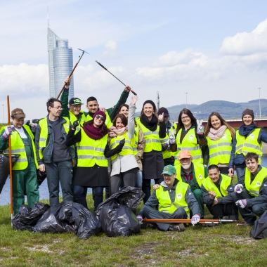 CSR: Beim jährlichen Frühjahrsputz gemeinsam mit der Gartengruppe der Lebenshilfe Wien 2016.