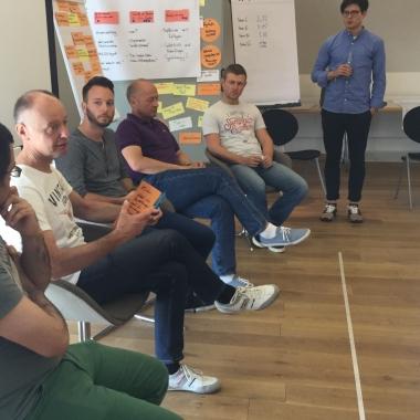 Unsere Führungskulturworkshops sind ein direkter Dialog zwischen unseren Geschäftsführern und dem Team. Prinzip Augenhöhe!