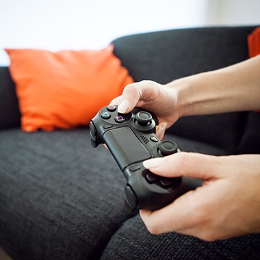 Hierfür haben wir einen eigenen Raum. Hier kann man beispielsweise Dart oder Playstation spielen.