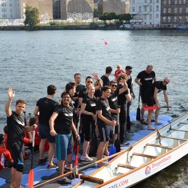 Beim Dragonboat Mediacup versammeln sich die fleißigsten Paddler aus der Axel-Springer-Familie