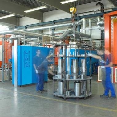 Wärmebehandlung:  Vakuumhärten l Schutzgashärten l Plasmanitrieren l Gasnitrieren l Salzbadnitrieren l Glühen l Oxidieren l Tiefkühlen