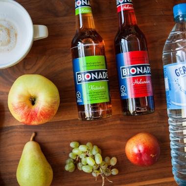 Für alle Mitarbeiter stehen kostenfreie Getränke zur Verfügung. Ob Bionade, Kakao, Cappucino, Tee oder Wasser - hier findet jeder etwas Passendes.