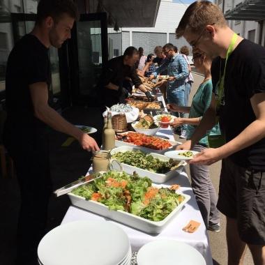 Wöchentlich werden wir verwöhnt vom  Bisskid Catering Service in Basel
