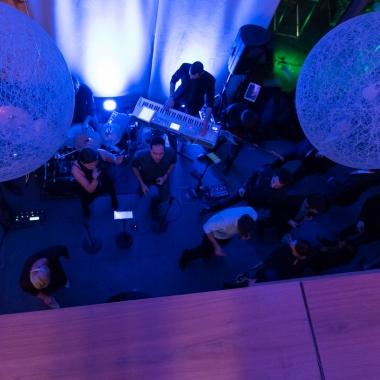 kobaltblau und iteratec schwingen das Tanzbein bei Live Musik auf der Weihnachtsfeier
