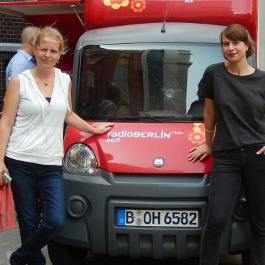 Besuch des Café Mobils von Radio Berlin 88,8 vom rbb. Nach einem Interview in einem Morgenmagazin gab es kostenfreien Kaffee für alle Mitarbeiterinnen und Mitarbeiter der DBS GmbH.