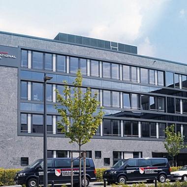 Sein Engagement für Nachwuchs und Bildung beweist Hans Strothoff auch mit der Eröffnung der Strothoff International School 2009.