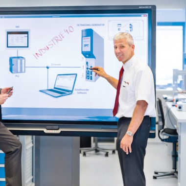 Smartboard im anwendungstechnischen Labor-Kunststoffe