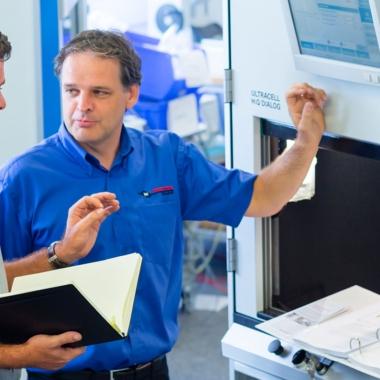 Einrichten einer Ultraschall-Schweißmaschine mit Schallschutz
