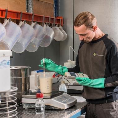 Ein Teil unserer Fertigungstiefe ist die eigenständige Herstellung der Katalysatorbeschichtung.
