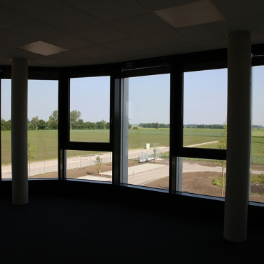 Ausblick aus einem der neuen Büros. Die großen Fensterflächen sorgen für Wohlfühl-Atmosphäre.