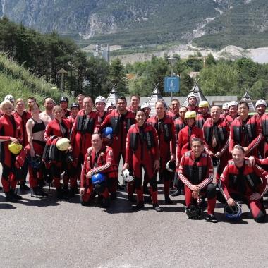 Alles sind bereit für das Rafting-Abenteuer in der Area 47 in Tirol