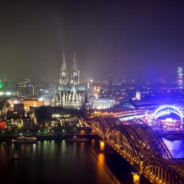 """Köln zählt zu den Großstädten mit der jüngsten Bevölkerung in Deutschland (Stand 2017). Erst kürzlich wurde Köln von dem amerikanischen Wirtschaftsmagazin """"Forbes"""" als außerordentlich ..."""
