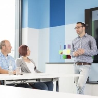 Modern ausgestattete Training-/Besprechungsräume