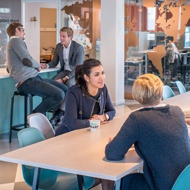 Unsere Offices eignen sich für gemeinsame Büro- und Arbeitsbesprechungen genauso gut wie für Mittagspausen oder After-Work-Veranstaltungen.