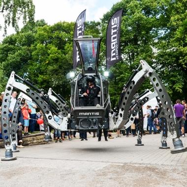Spektakuläre Highlights zeigen auf den Maker Faires was im Bereich DIY alles möglich ist.  Du bist ein kreativer Macher? www.heise-gruppe.de/karriere