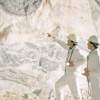 Bergmännisch: Unsere Bergbautechnologen wissen, wie mächtig die Kalilager sind und in welcher Tiefe sie liegen.