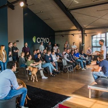 Team Meeting bei COYO
