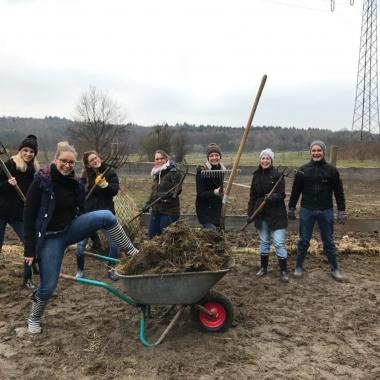 Teamevent der anderen Art - Unterstützung der AG Tierschutz bei ihrer täglichen Arbeit