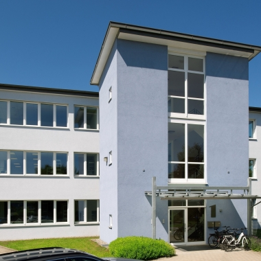 Der Hauptsitz des Unternehmens ist in Wangen im Allgäu, weitere Standorte sind Düsseldorf und Easthampton, USA- insgesamt arbeiten hier ca. 100 Mitarbeiter.